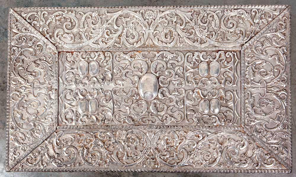 162- Mesa com tabuleiro em prata 1